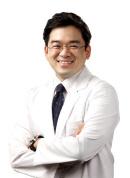 욱씬거리는 무릎관절염, 증상에 따라 정형외과 비수술 치료로 개선 가능