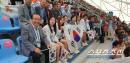 '광주세계수영 직관'유은혜 교육부총리,국대X학생들과 열띤 응원전