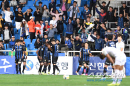 짜릿한 동점골에 환호하는 인천 선수들과 팬들