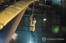 밧줄 타고 하수구 기어가고…홍콩 시위대 이공대 '필사의 탈출'