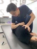 잘못된 자세로 인한 통증, 도수치료를 통한 체형교정으로 개선 가능해