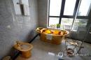변기·욕조까지 금 입힌 베트남 호텔…