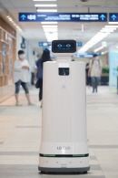 LG전자, 자율주행 로봇 클로이 정식 출시