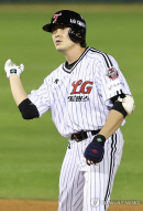 LG 이형종 3경기 연속 홈런·4타점…