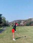 박신혜, 짧은 치마 골프장 패션…