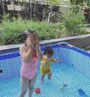 '치과의사♥' 이윤지, 마당에 수영장 플렉스한 보람 있네...라니·소울, 신나는 물놀이