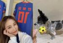 '167cm·54kg' 안혜경, 못 말리는 축구 열정...반려견에게도 축구공 선물