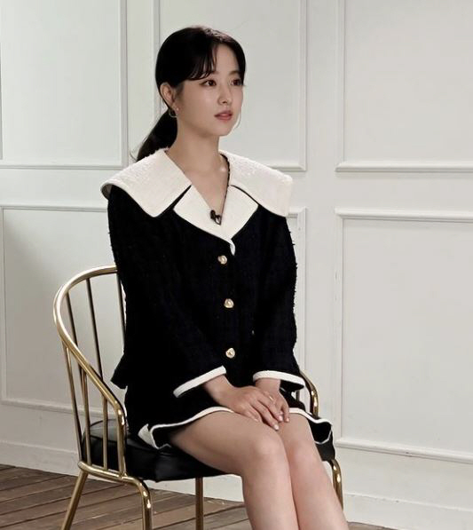 박보영, 치마 입고 세상 다소곳...인형이 앉아있는 줄