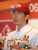 [NBP화제]히어로즈 마무리 다카쓰 신고, 13년 뒤에 야쿠르트 감독으로 우승