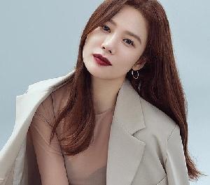 김현주, 강렬 레드립 우...