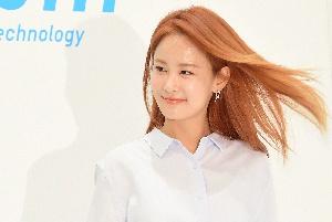 김지민, 바람에 더 예쁜 모습