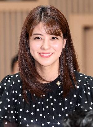 후지이 미나, 아름다운 반달눈 미소!