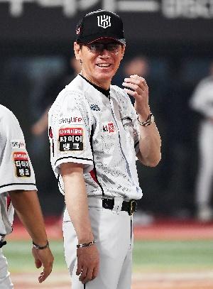 이강철 감독, 행복한 미소!