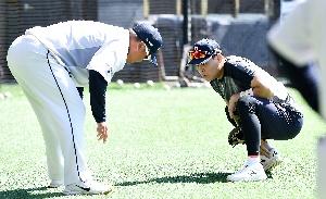 조인성 코치-박세혁, 1:1 코치!