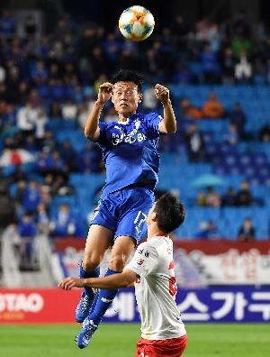 김종우, 엄청난 점프력!