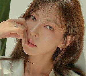 김소연, 섹시+우아...