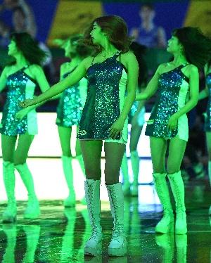 치어리더 환상적인 댄스 퍼포먼스
