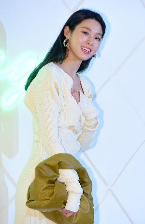 설현, 환한 미소로...