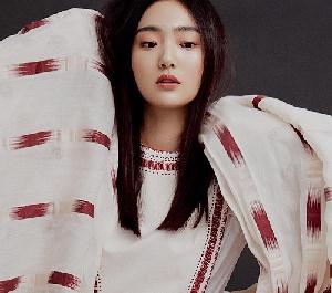 김혜준, 신비로운 매력 가득