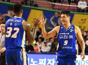 톰슨-김동욱, 기분 좋은 승리