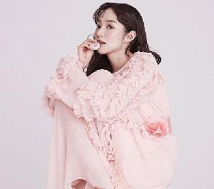 박민영, 한 송이 꽃 같은 자태
