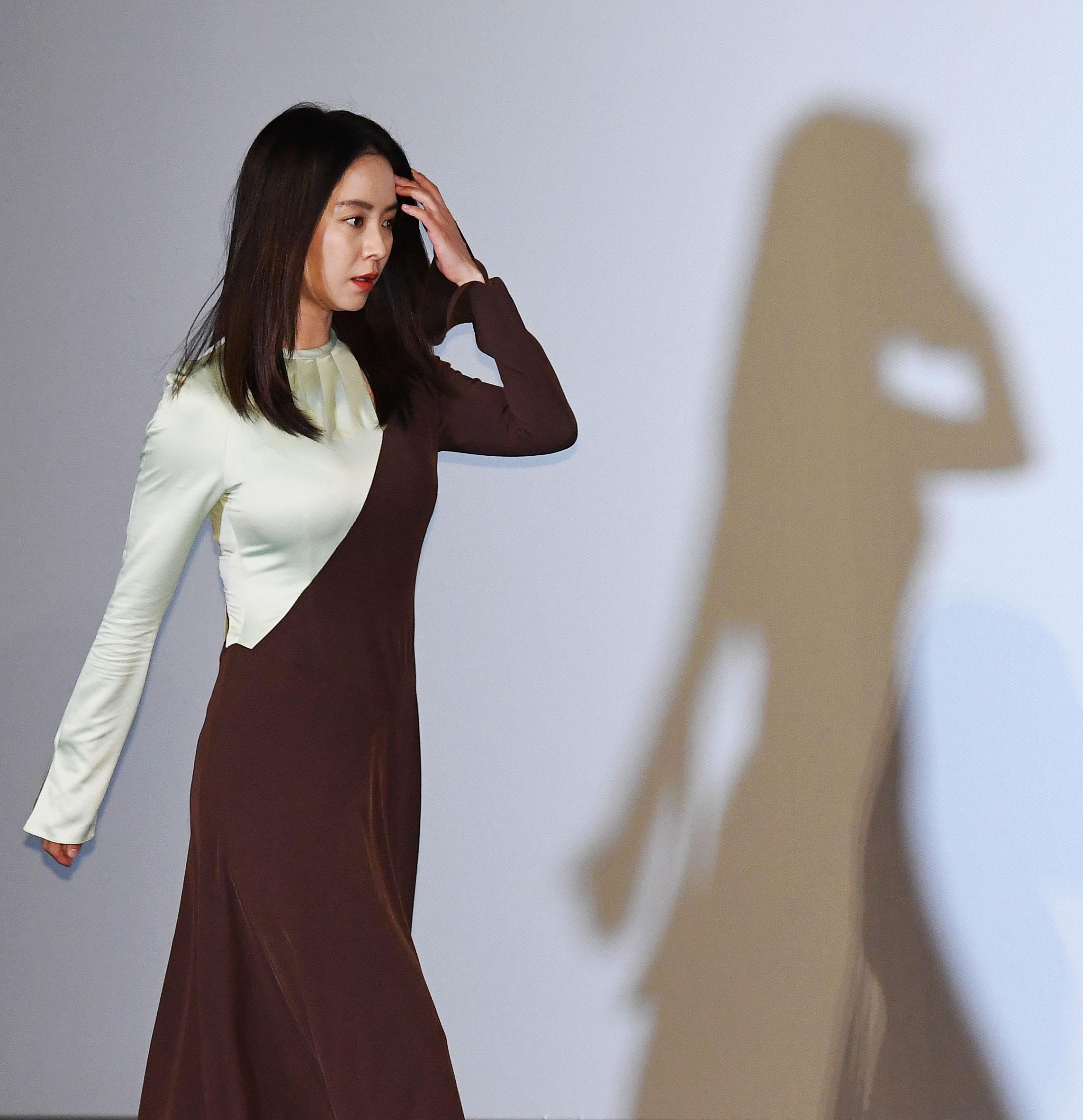 송지효 비밀스러운 두 모습