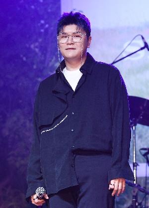 신용재 데뷔 12년 만에 첫 솔로앨범