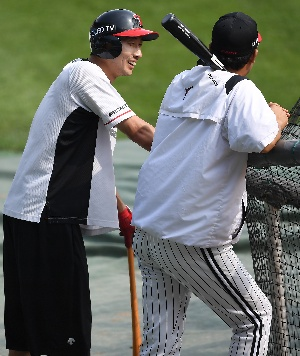 김용의-이병규 코치, 야구는 즐거