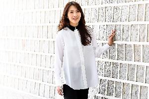 강지영, 사랑스러운 미모