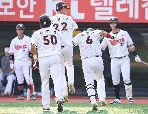 박경수 3점포, 홈런 친 선배 봐
