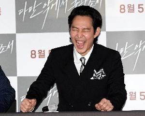 이정재, 화면 속 황정민 정말 재밌어!