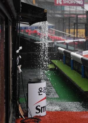 폭우 쏟아지는 수원 KT위즈파크