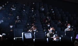 코로나19 여파로 영화 잔칫날 시사회는 취소