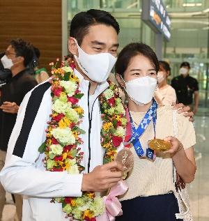 2관왕 김정환, 금메달은 아내에게