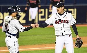 두산 박세혁-김강률, 짜릿한 승리