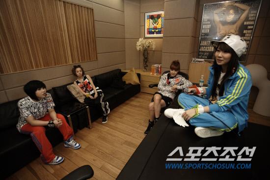 [최초공개]2NE1 이렇게 만들어진다 연습실 단독 토크